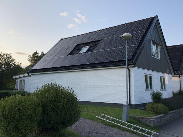 Kom och se ett färdiginstallerat solcellstak i Sturefors